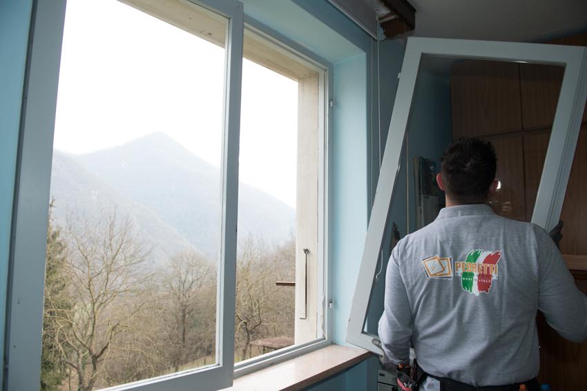A Bergamo, posa di serramenti in PVC senza opere murarie