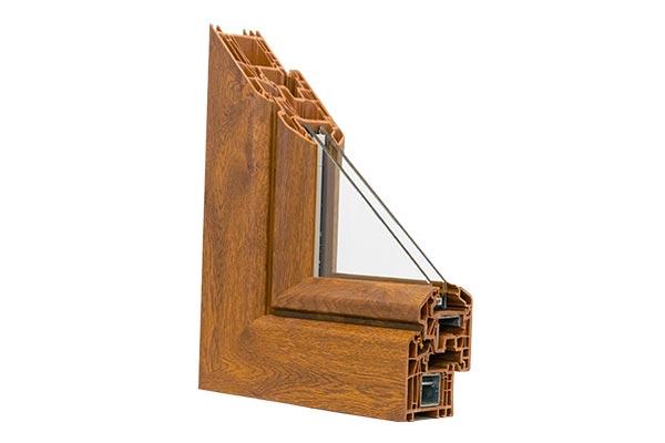 Un angolare di una finestra in PVC di pedretti serramenti